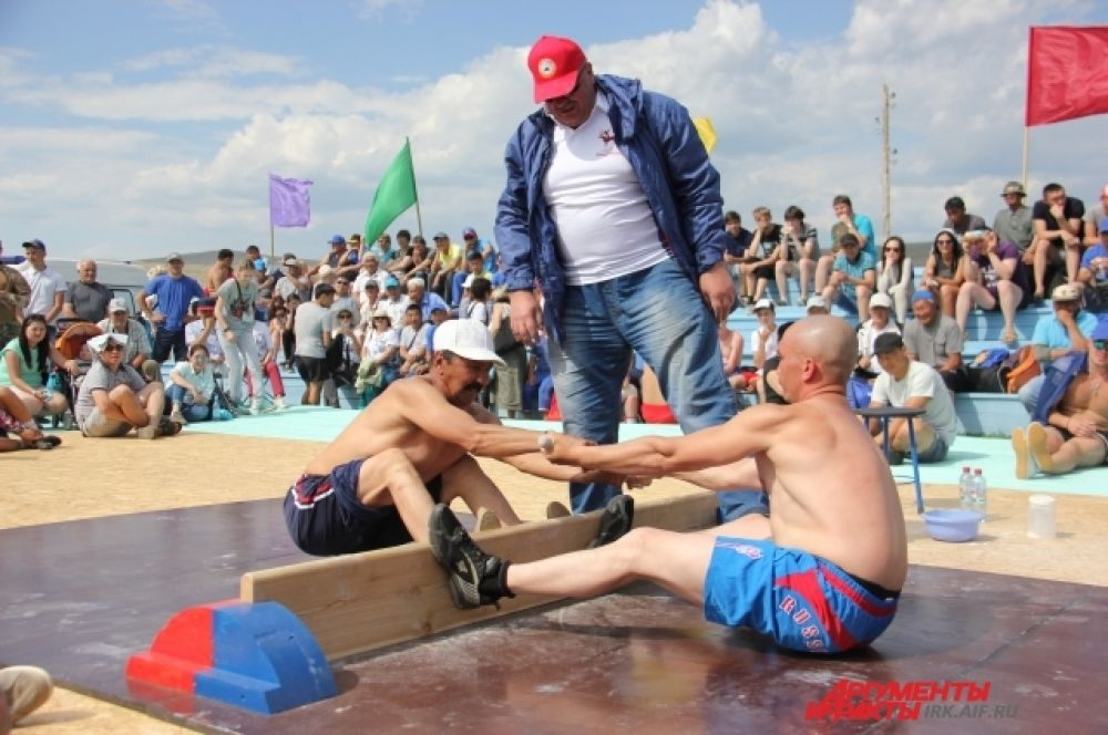 Мас-рестлинг - один из самых зрелищных видов национального спорта.