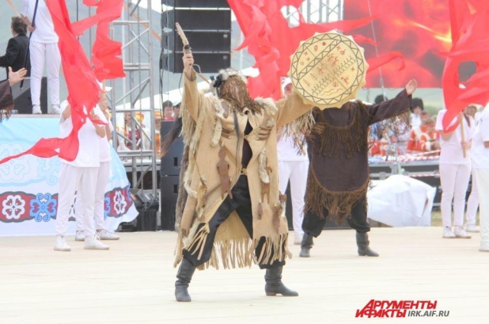 Открытие игр начали с театрализованного шаманского обряда. Настоящий - состоялся несколькими часами ранее.