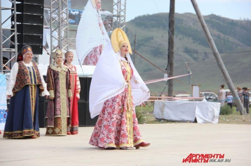 Одним из самых красивых частью игр стал фестиваль национальных костюмов «Нить времени».
