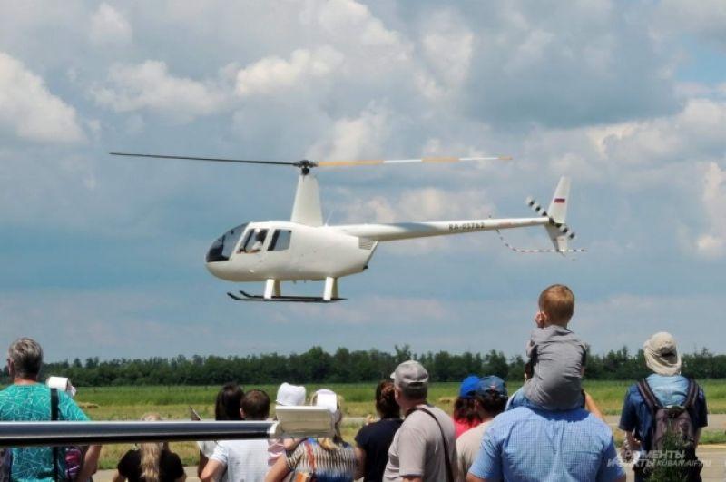 Вертолеты на аэродроме «Азимут» взлетали и садились без конца.