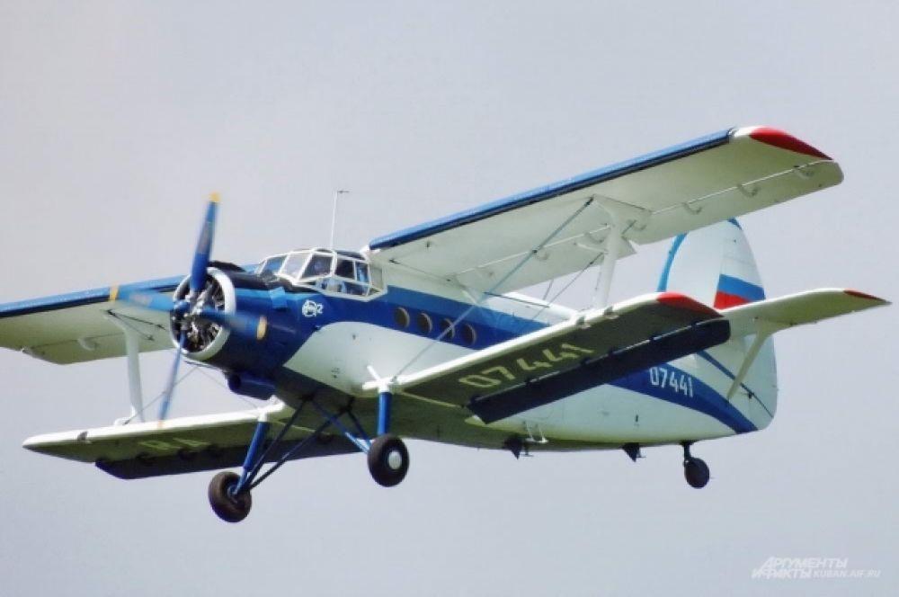 Легендарный советский многоцелевой самолёт Ан-2 - «кукурузник».