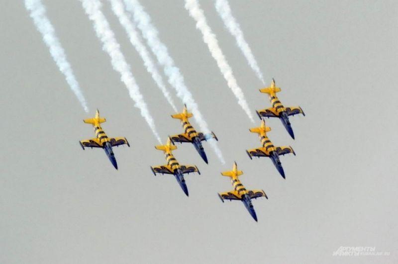 «Балтийские пчелы» выступают на учебно-тренировочных самолетах Л-39 «Альбатрос».