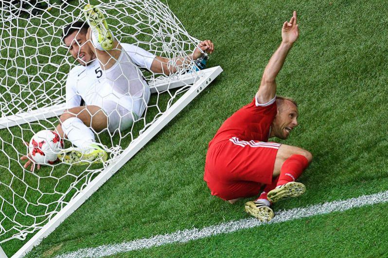 Российский полузащитник Денис Глушаков отправил мяч в ворота новозеландских соперников на 31-й минуте.