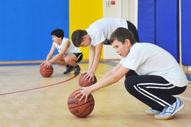 На базе школ будут созданы спортивные клубы.
