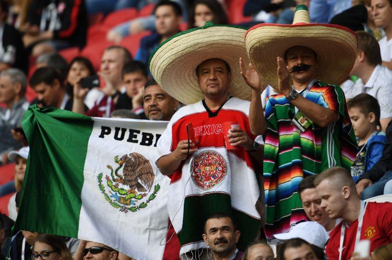 Игра между командами Мексики и Португалии прошла в Казани. На фото: мексиканские болельщики во время матча.