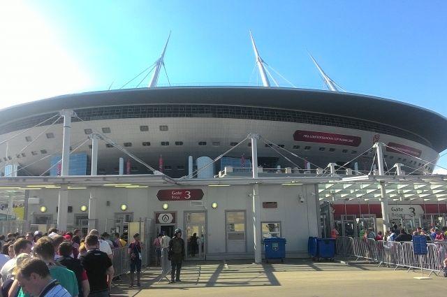 68-тысячный стадион был заполнен на две трети.