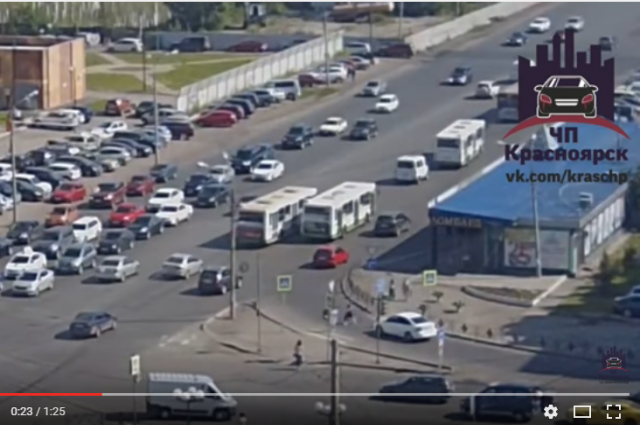 ВКрасноярске водители маршруток устроили драку надороге