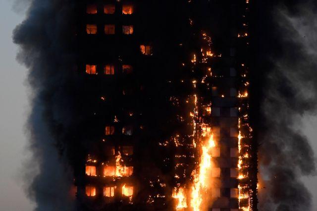 Число пропавших без вести при пожаре в Лондоне увеличилось до 79