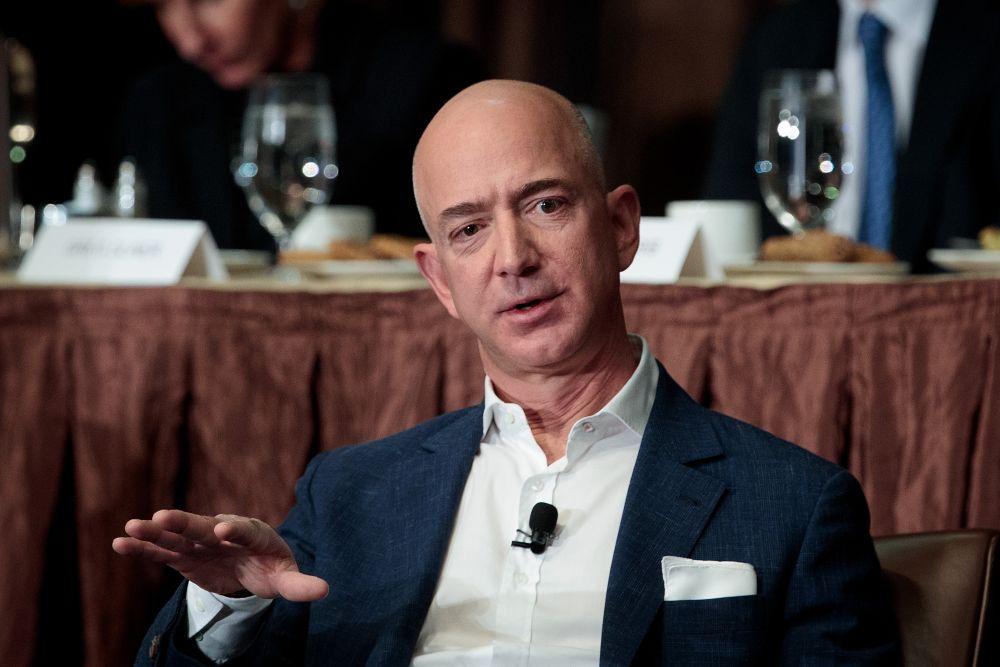 Джефф Безос - глава и основатель интернет-компании Amazon.com, основатель и владелец аэрокосмической компании Blue Origin, владелец издательского дома The Washington Post. Состояние оценивают в $82,1 млрд