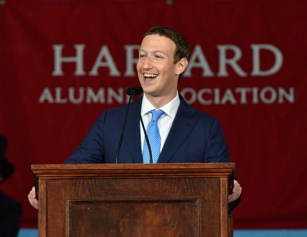 Марк Цукерберг - американский программист и один из создателей Facebook. Состояние составляет $61 млрд