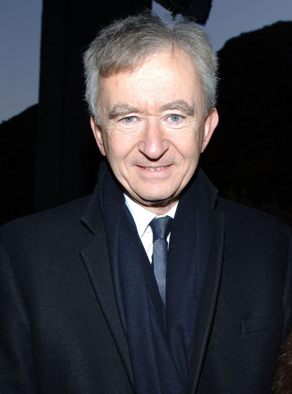 Бернар Арно - французский предприниматель, президент группы компаний Louis Vuitton Moët Hennessy. Его состояние оценивается в $54 млрд