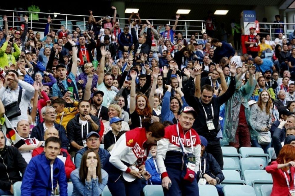 Зрителям не надо было болеть за российскую команду, поэтому они выражали симпатии обеим сборным-участникам матча.