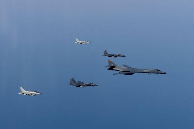 Сверхзвуковые бомбардировщики США проведут учения уКорейского полуострова