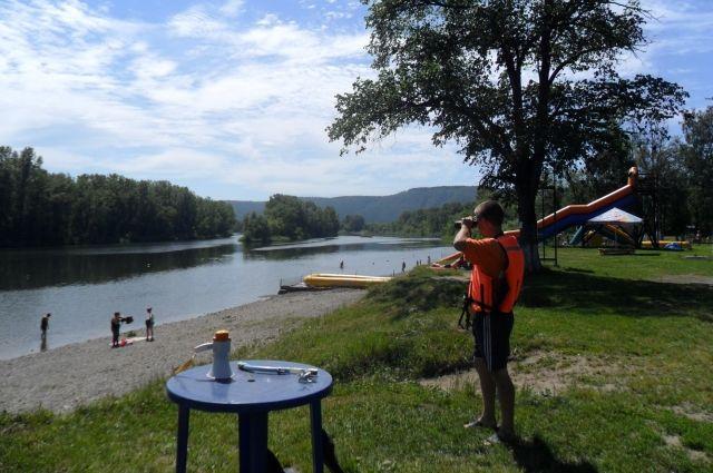 Кузбассовцев призывают купаться только на официальных пляжах.