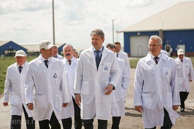 Глава федерального министерства посетил два предприятия.
