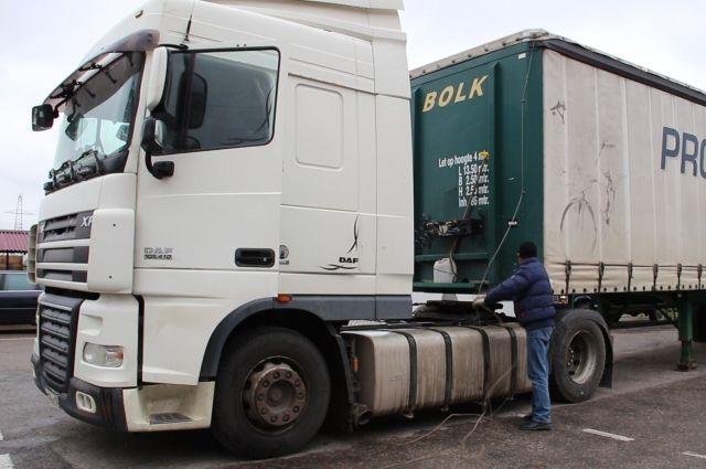 В северной столице  милиция  ищет террористов набелом грузовике