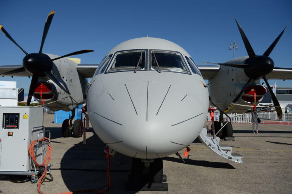 Турбовинтовой многоцелевой транспортный самолёт Ан-132 D.