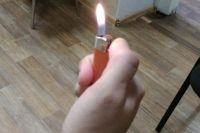 Мужчина неожиданно облился бензином и поджёг себя зажигалкой.
