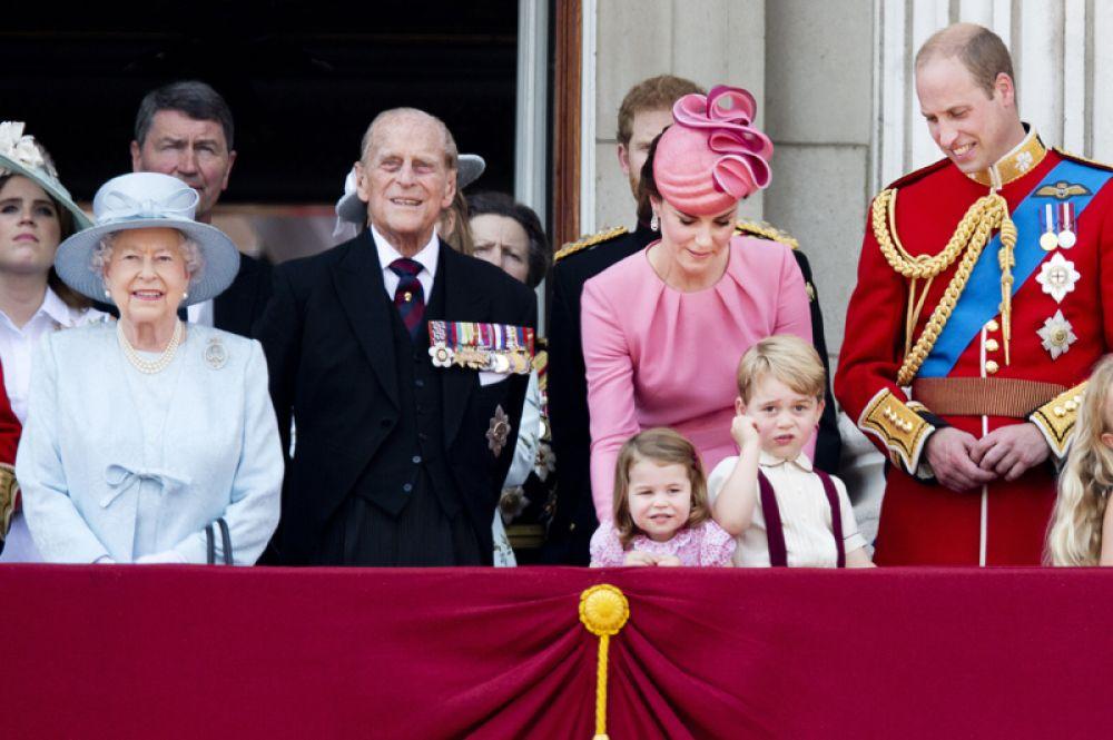 2 мая 2015 года. У принца Уильяма и Кейт родилась девочка, которую назвали в честь принцессы Дианы и бабушки Елизаветы II — Шарлотта Елизавета Диана Виндзорская.