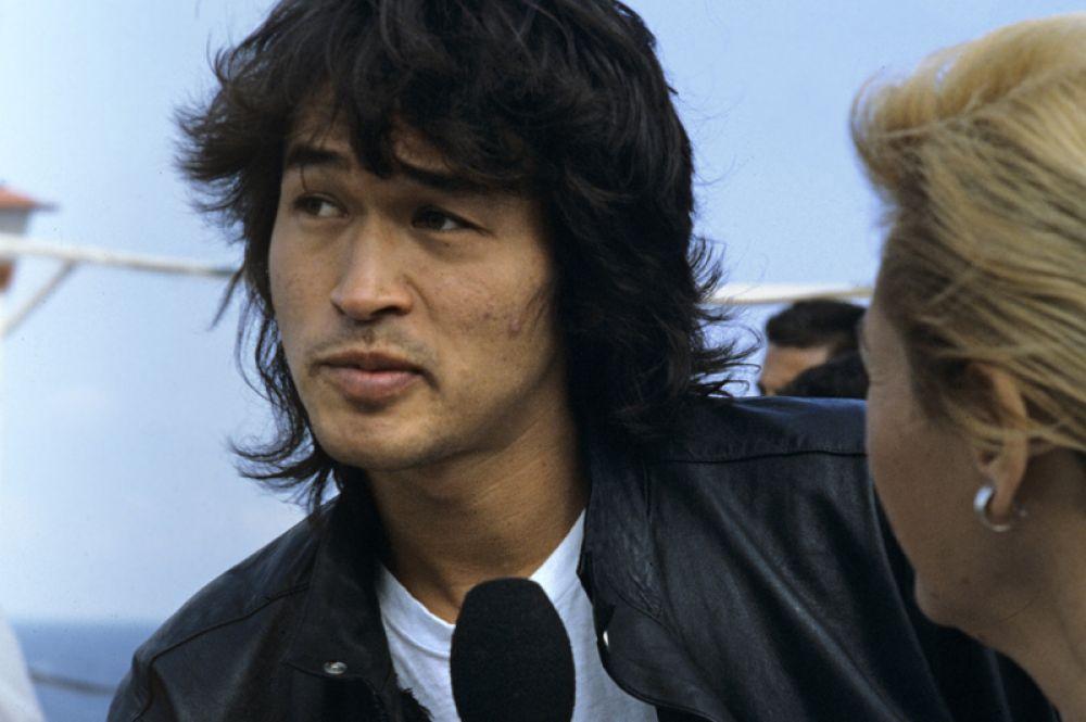 Лидер рок-группы «Кино», исполнитель одной из ролей в фильме «Игла», 1988 год.