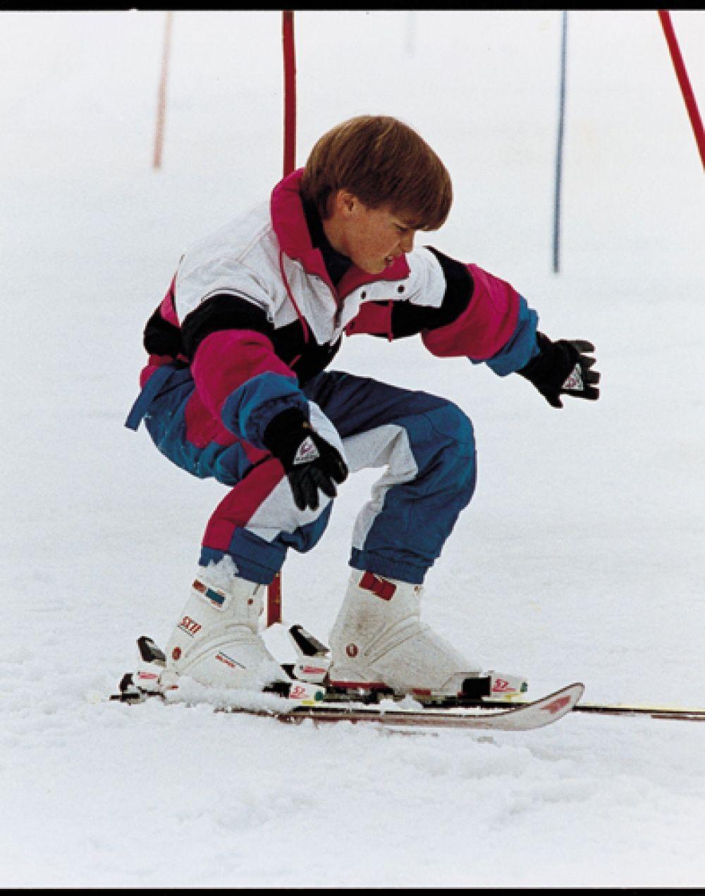 16 апреля 1991 года. Принц Уильям катается на горных лыжах в Лехе, Австрия, во время отпуска с родителями.