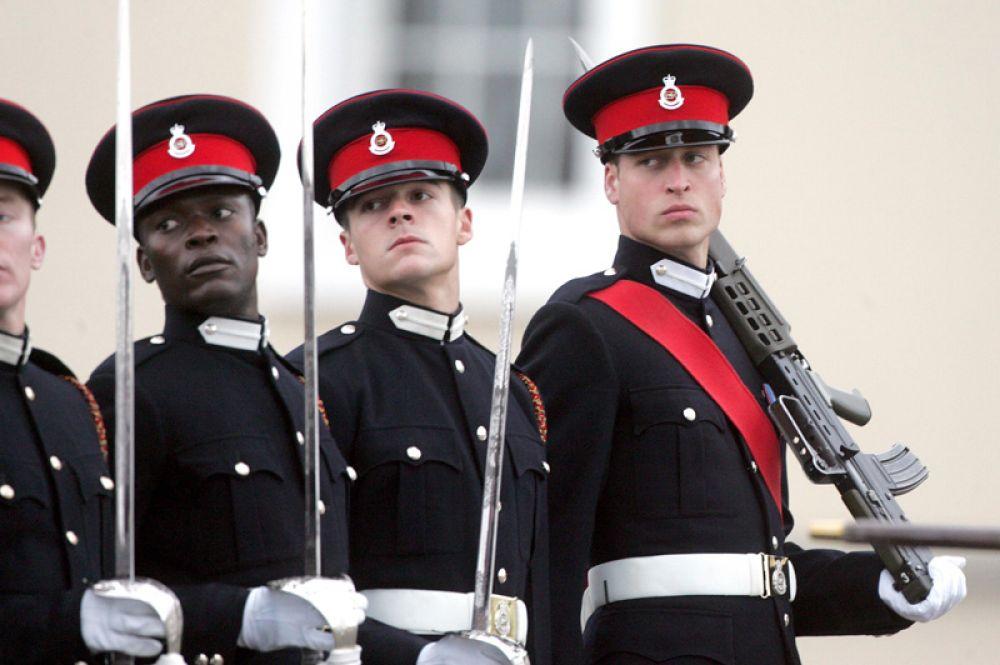15 декабря 2006 года. Принц Уильям стал офицером британской армии после окончания Королевской военной академии в Сандхерсте.