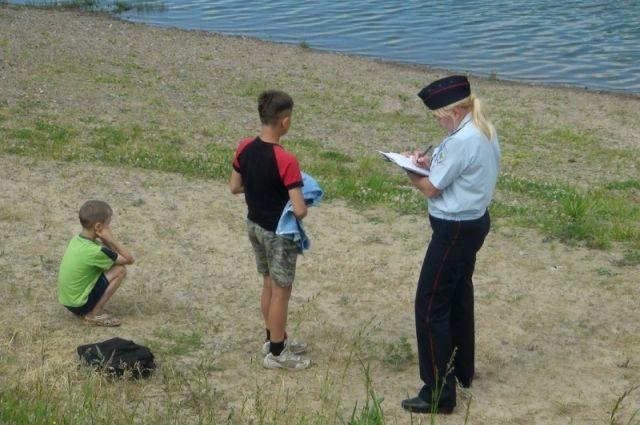 ВКузбассе вТаштаголе cотрудники экстренных служб достали тело утонувшего 14-летнего ребенка