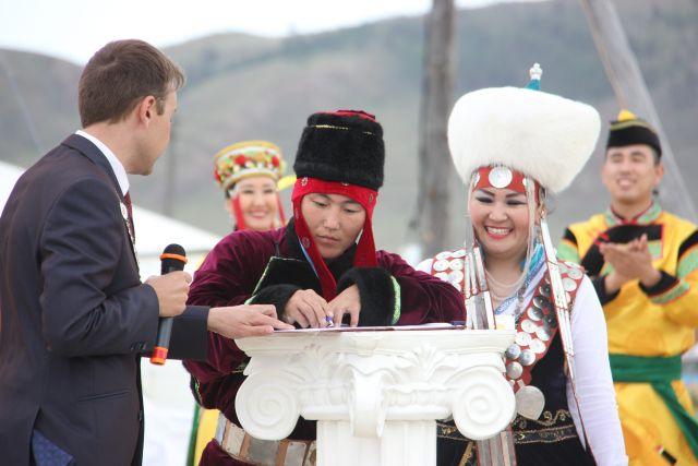 Свою свадьбу Дорофей и Зинаида Хогоевы сыграли в разгар Игр.
