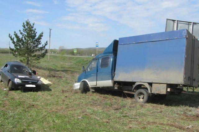 Водитель ВАЗАа не пропустил грузовик.