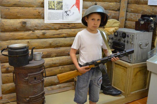 Ребёнок в музее познаёт историю на практике.
