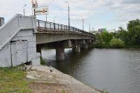 Бакунинский мост, соединяющий центр города с микрорайонами ГПЗ-24 и Ахуны, нуждается в капитальном ремонте.