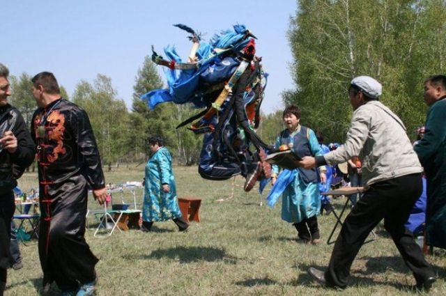 Шаманские обряды своей колоритностью привлекают не только туристов, но и местных жителей.