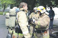 Обмундирование спасателя весит немало.