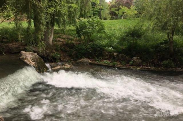 Насыпь у моста через реку Надым вновь размыл дождь