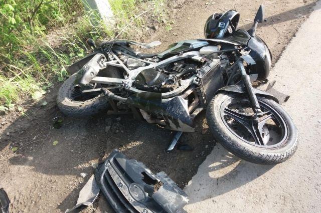 В двух случаях мотоциклистов не пропустили другие участники движения. В одном - сам водитель двухколёсного транспорта не учёл свою скорость.