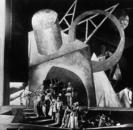 Сцена из спектакля по пьесе Эмиля Верхарна «Зори» в постановке Всеволода Мейерхольда и Валерия Бебутова на сцене Первого театра РСФСР, 1920 год