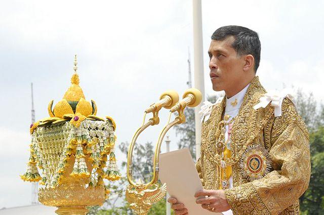 ВГермании изигрушечного пистолета обстреляли короля Таиланда
