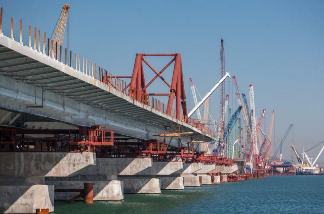 «Это недопустимо». Керченский мост вызывает тревогу на Украине