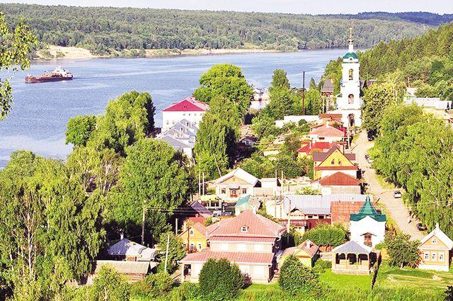 Туристов чаще привлекают Иваново, Плёс, Кинешма, Шуя, Палех, Холуй и Юрьевец.