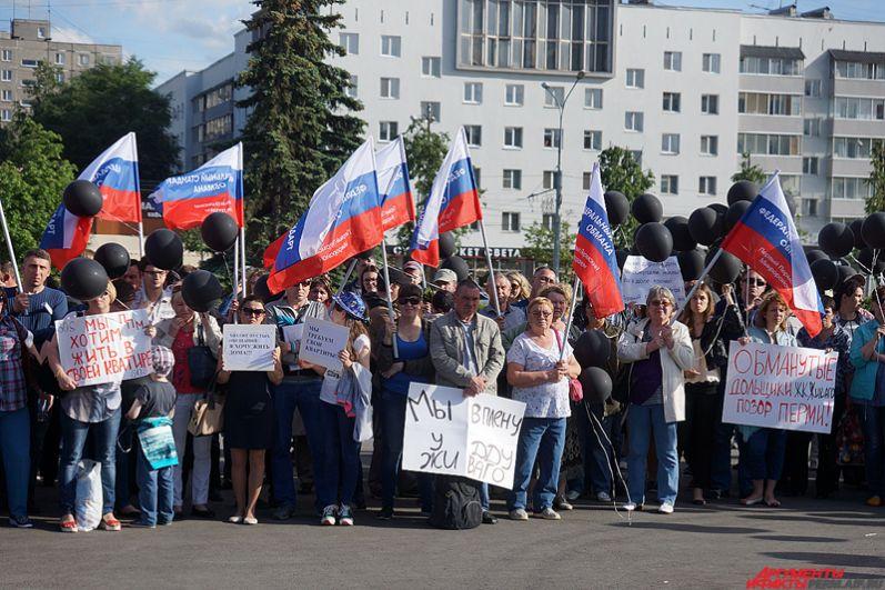 Стоит отметить, что месяц назад в центре Перми прошли автопробег и масштабная демонстрация, которая объединила обманутых дольщиков и пайщиков 15 долгостроев.