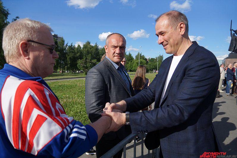На митинге присутствовал известный пермский политик Константин Окунев.