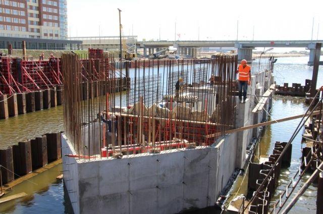 Основание, то есть сами устои моста готовы.