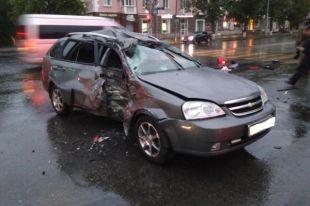 Водитель Chevrolet Lacetti не пропустил мотоцикл, поворачивая налево.