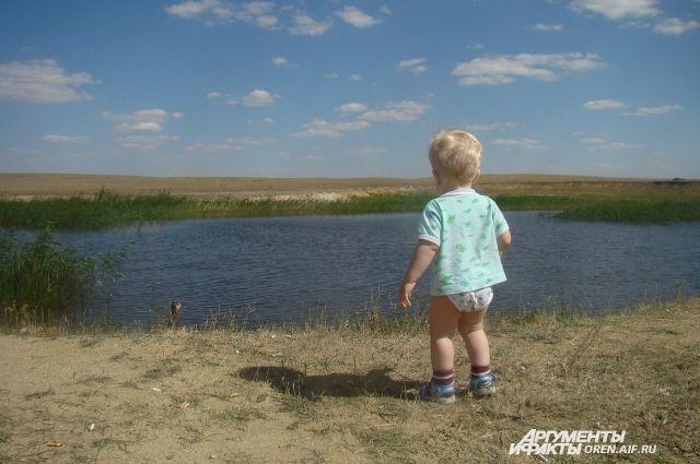 Не оставляйте детей одних у воды.
