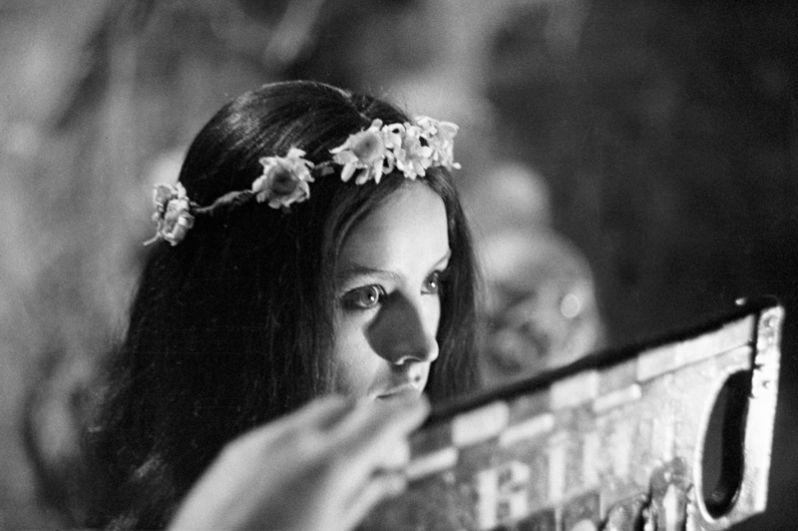 Наталья Варлей в роли Панночки в сцене из фильма «Вий», 1967 год.