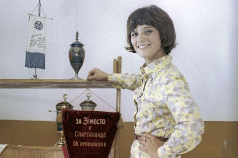 В роли Галины Листопад в фильме «Семь невест ефрейтора Збруева» режиссёра Виталия Мельникова, 1970 год.