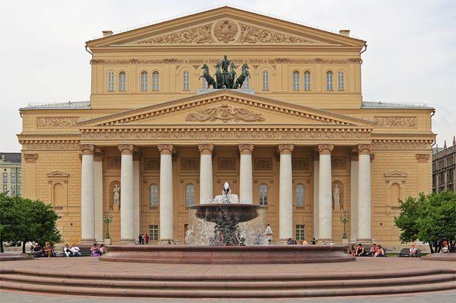 Фойе Большого театра в Москве украсила картина юной кемеровчанки.