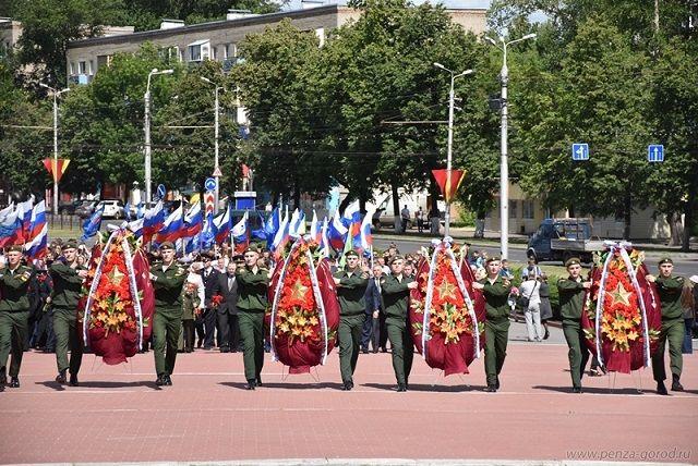 Память о подвиге советских солдат бессмертна.