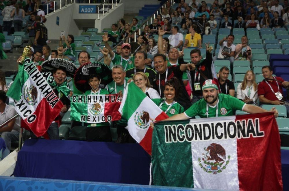 Яркие костюмы мексиканских болельщиков.