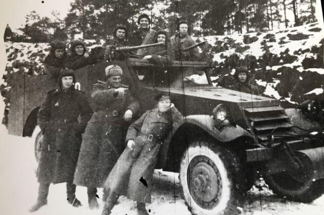 Геннадий Феоктистов — справа в верхнем ряду.